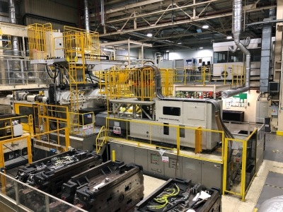 Toshiba IS3000DFW-315AL Plastic Injection Molding Machine, Shots: 4,274,349, Hours: 64,375, S/N: 316510, Year: 2003, with Star TW2000FMV-3 Take-out Robot (2007)