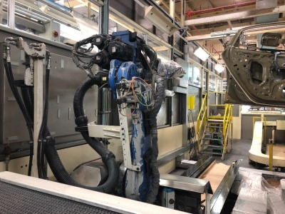 (14) Yaskawa DX100 ERDR-MH00050-H40 Sealer robot mounted on G?del shift base operated as 7th axis from pendant