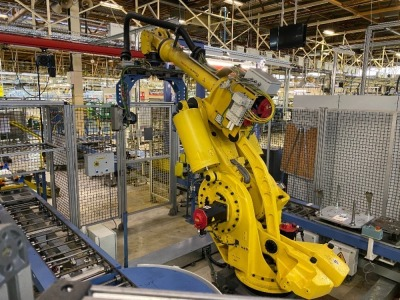 Four cylinder diesel or petrol engine assembly line